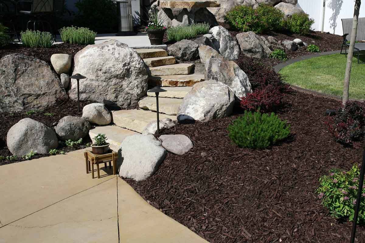 7 beautifully simple front yard landscaping ideas for Landscaping rocks
