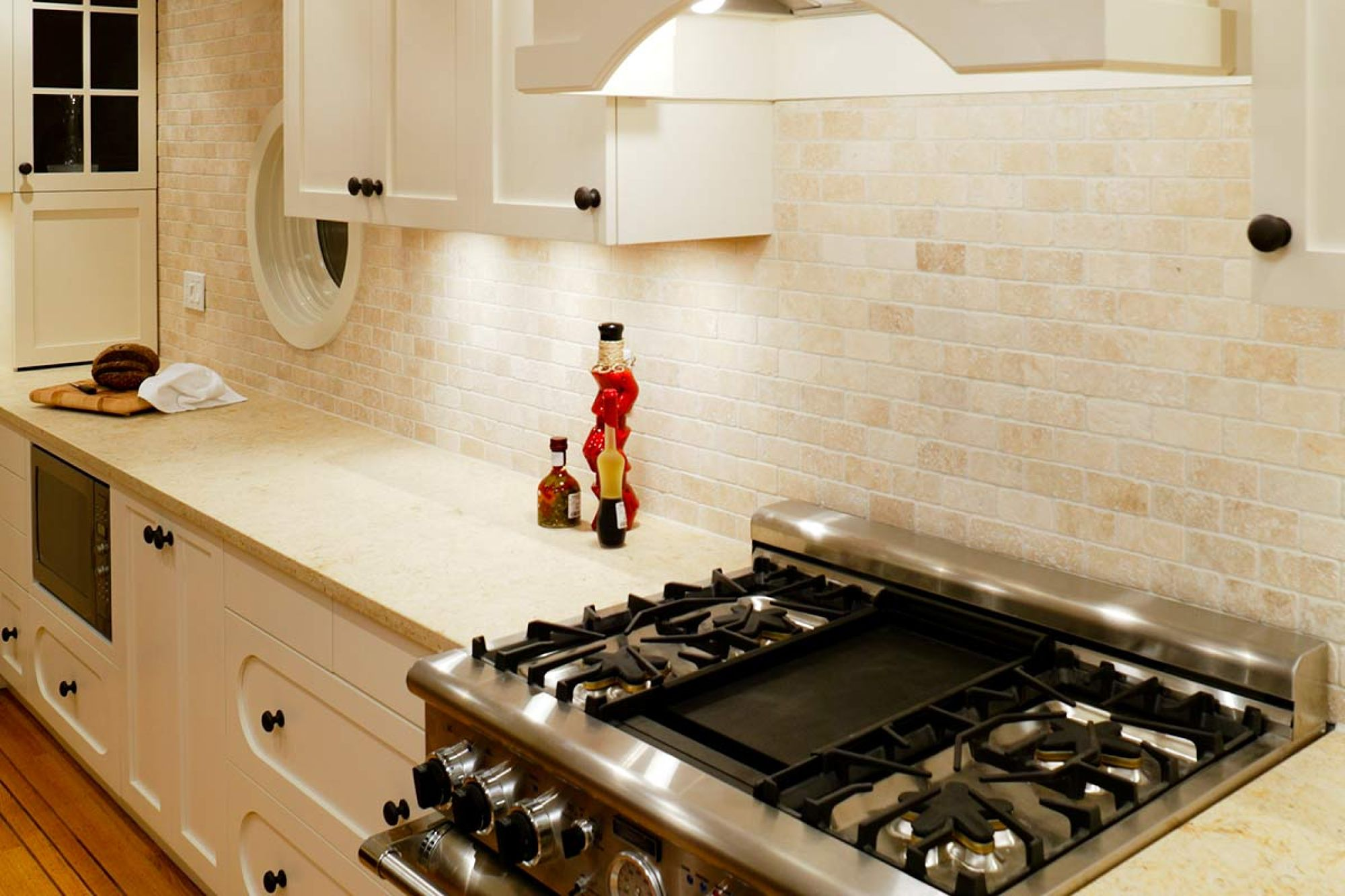 Engineered stone countertops pros and cons for Engineered quartz countertops