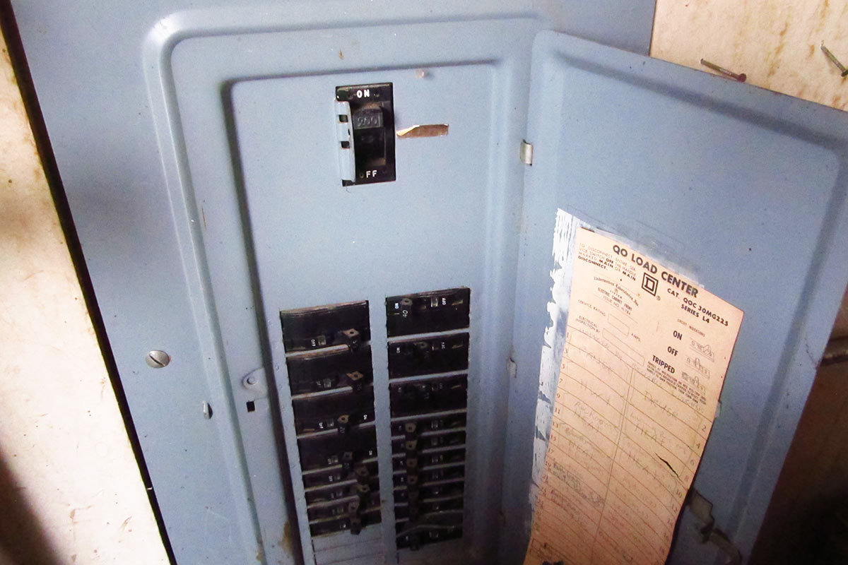 How To Replace A Light Switch In Only 6 Steps Step 1 Turn Off Power At Circuit Breaker The Youll Be Working On Before You Do Anything Else Flip That Connects