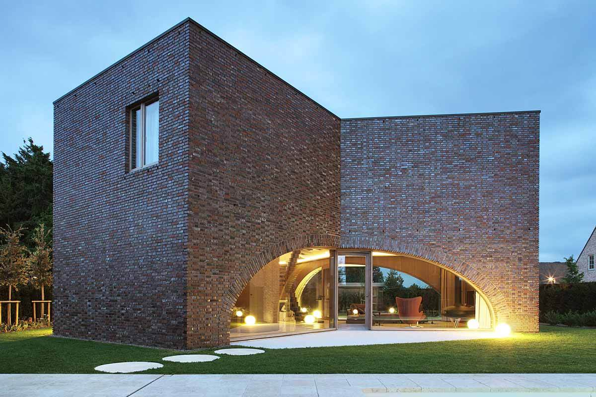 5 modern brick homes that perfectly mix new and old for Modern house construction
