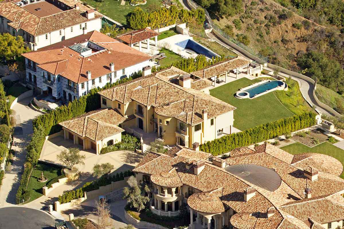 4 Amazing Pictures of Celebrity Homes
