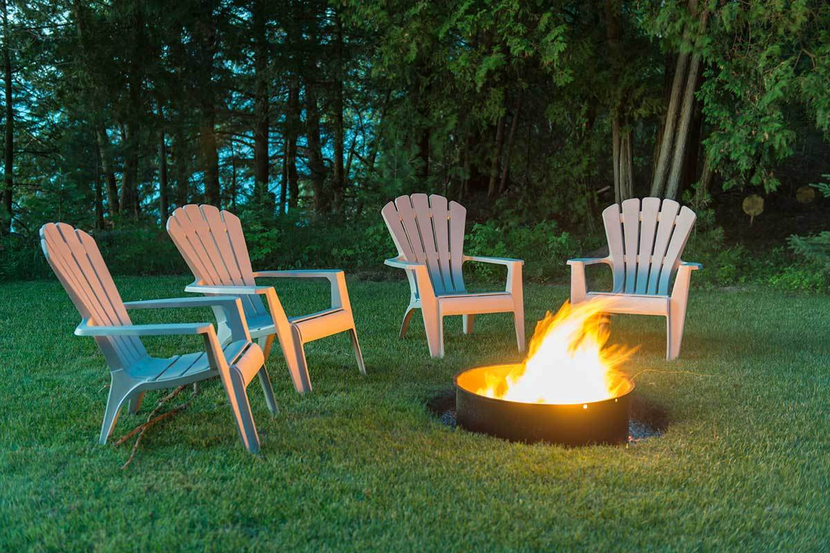 8 outdoor fire pit ideas for your backyard. Black Bedroom Furniture Sets. Home Design Ideas