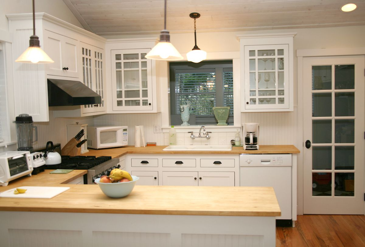 Dreaming of a new kitchen?  Call up a kitchen designer!