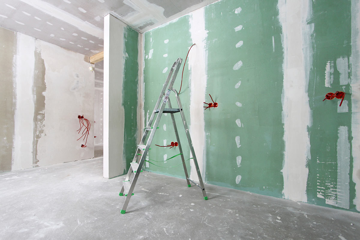 Learn How to Hang Drywall like a Pro in 9 Easy Steps