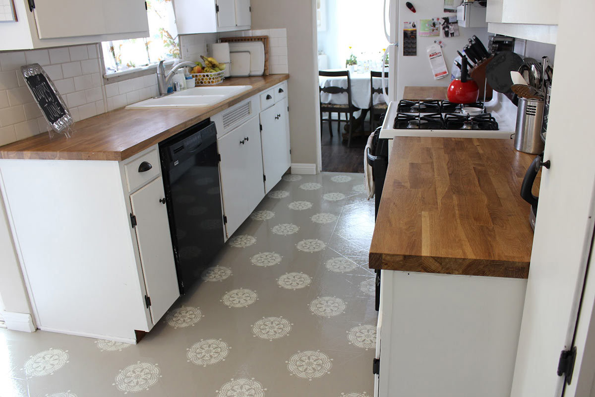 5 steps for painting vinyl and linoleum floors for Paint over vinyl floors