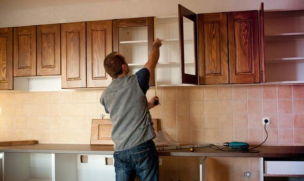 Refacing Your Kitchen Cabinets vs. Buying New Cabinets