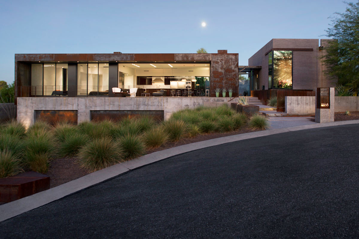 5 modern luxury homes in phoenix arizona for Modern home builders phoenix