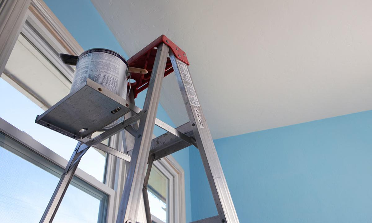 5 Tips on How to Paint a Ceiling Without Breaking Your Neck