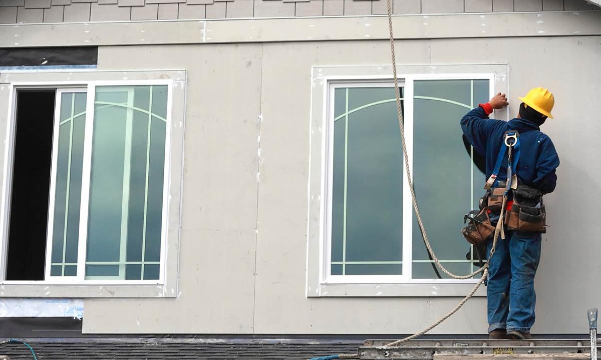 5 best window cleaning services in seattle wa for Window replacement contractor