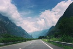 Road_into_the_mountains