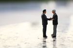 2_men_shaking_hands_-_fotolia_68464370_m