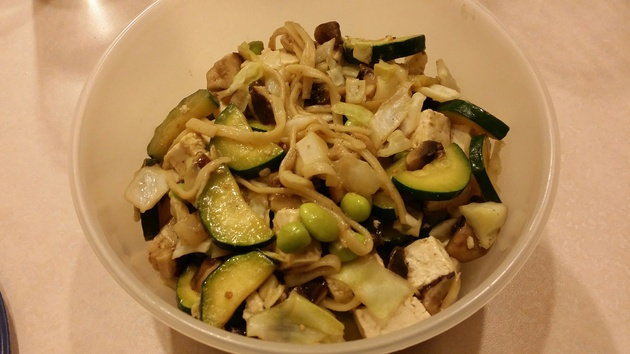 tofu and vegetable lo mein by alchemisty