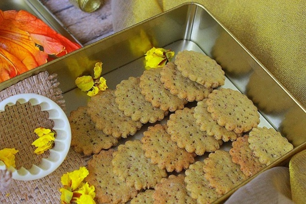 CRACKERS – WHOLEGRAIN AND VEGAN by KanikaKatyal