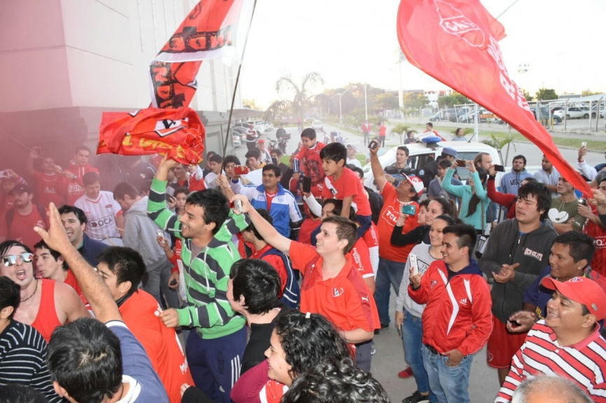 Independiente recibió una cálida bienvenida en su llegada a Formosa