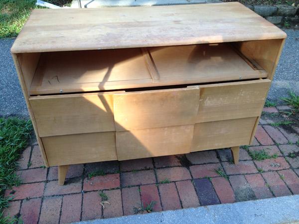 sidewalk-dresser