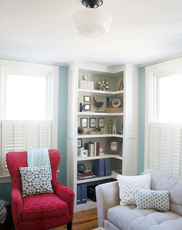 styled-living-room-shelves