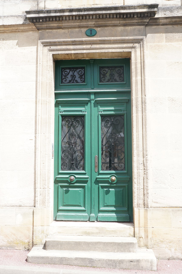 green-bordeaux-door