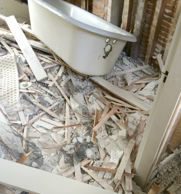 Tub amongst the rubble via Year of Serendipity