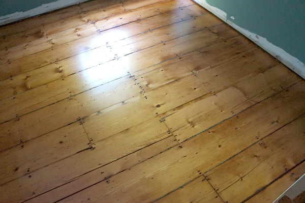 antique pine floors refinished via Year of Serendipity