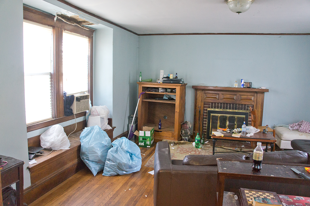 shorty-flip-house-living-room