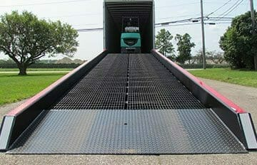Low-end plate on mobile yard ramp