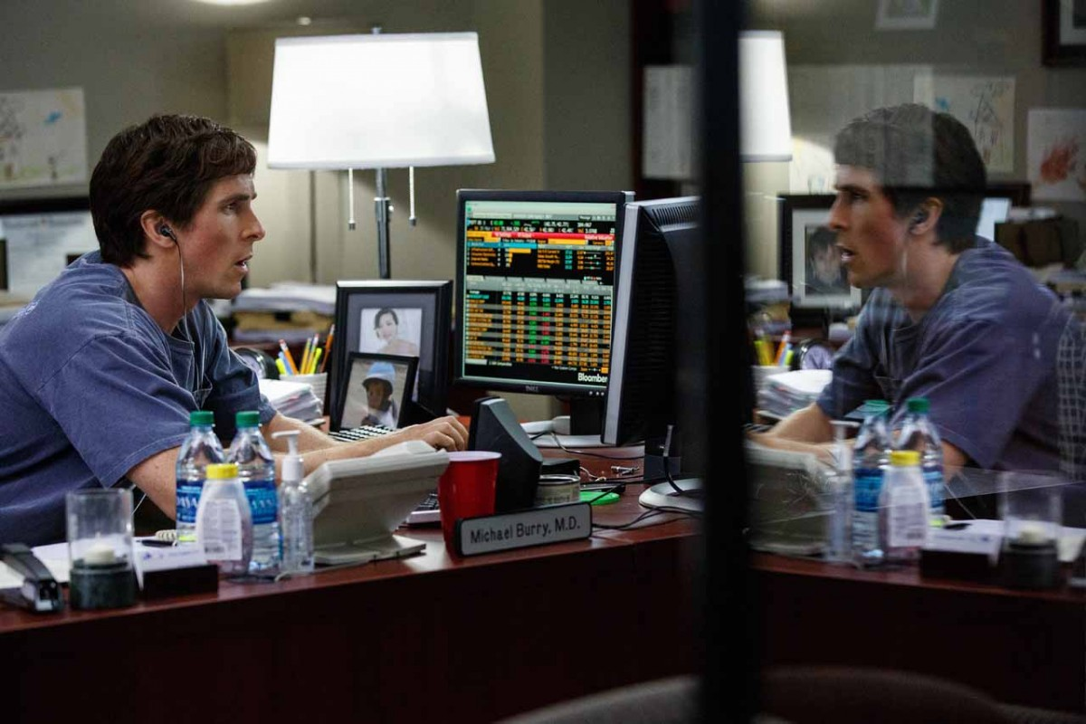 Christian Bale, Steve Carell, Ryan Gosling y Brad Pitt protagonizan esta película ambientada en la época de crisis financiera que vivió Estados Unidos entre 2007 y 2010.