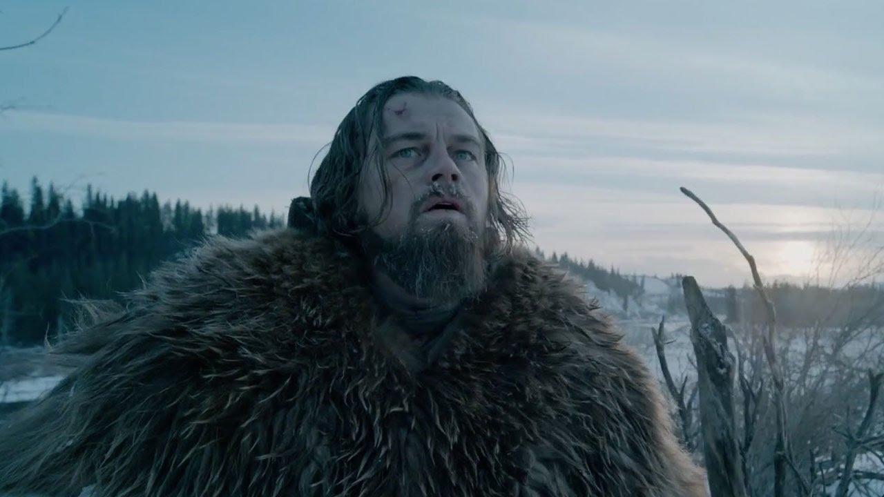 DiCaprio interpreta a Hugh Glass, un explorador de principios del siglo XIX, quien es atacado por un oso y abandonado a su suerte por sus acompañantes.