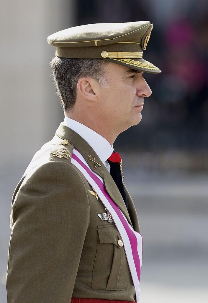 Felipe VI en una ceremonia militar en el Palacio Real de Madrid, el pasado 6 de abril. En estos tensos momentos políticos, su rol como jefe del Estado es más importante que nunca.