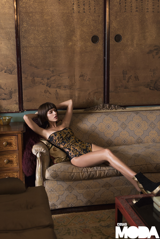 Body de Versace, botines de Ana María Guiulfo.