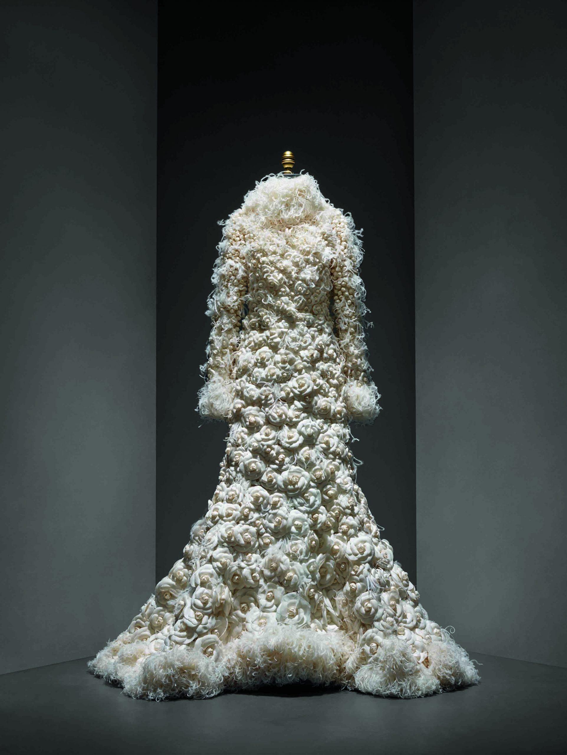 Conjunto de novia de Karl Lagerfeld para Chanel, colección alta costura Otoño-Invierno 2005-06.