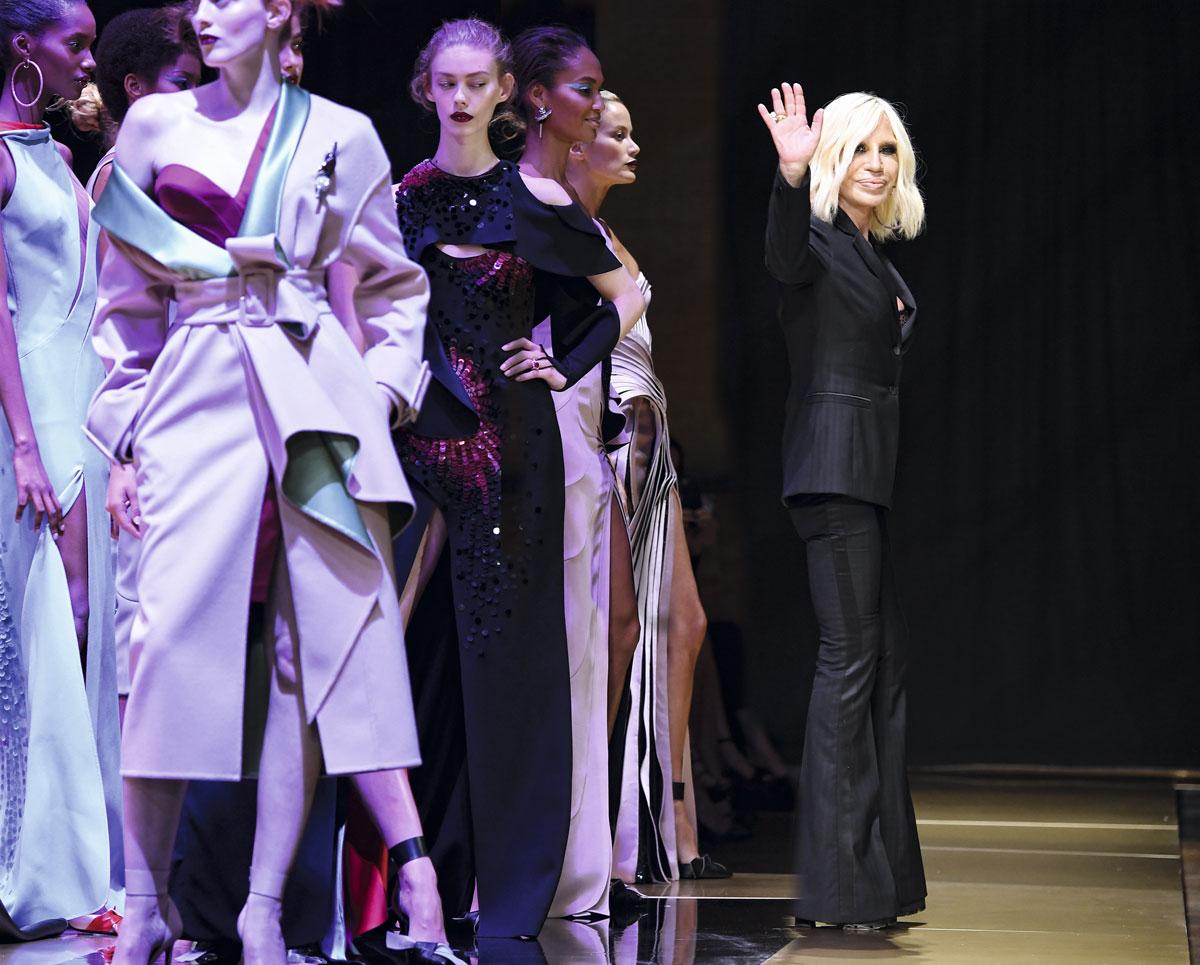 Donatella-Versace-en-Atelier-Versace-GettyImages-544421304