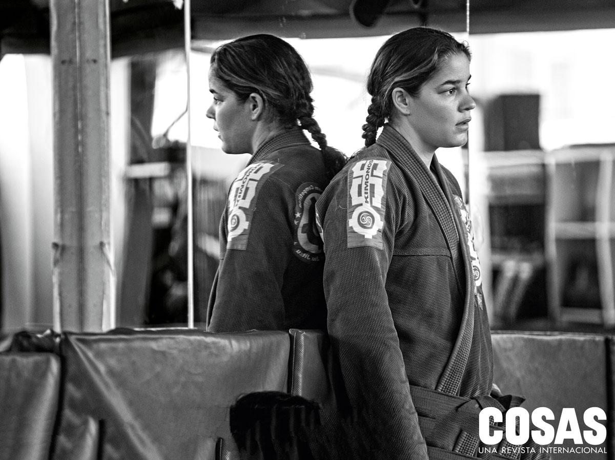 """""""Antes de conocer el jiu-jitsu,  me escapaba durante la semana a correr tabla al medio día. Ahora, en vez de eso, voy a entrenar  (jiu-jitsu)"""", confiesa Alejandra."""