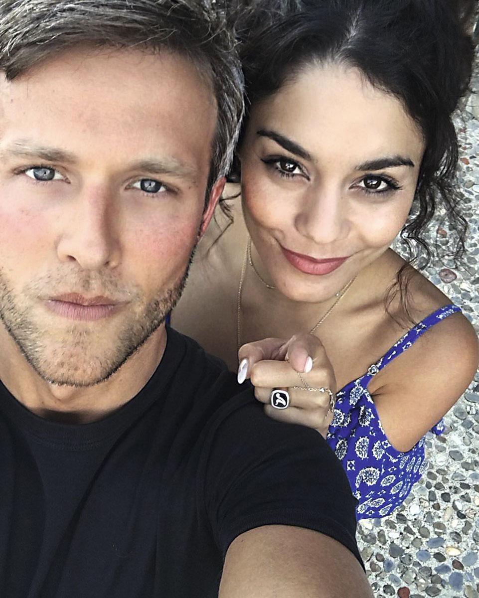 Austin Butler y Vanessa Hudgens en la isla de Elba.