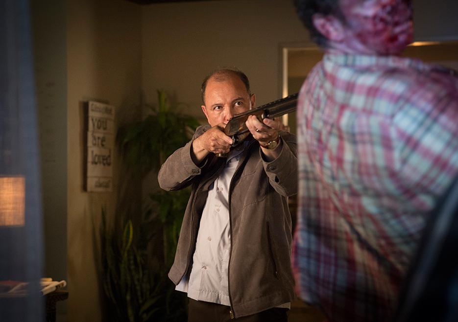 """Blades, en su papel de Daniel Salazar, en """"Fear the Waling Dead""""."""