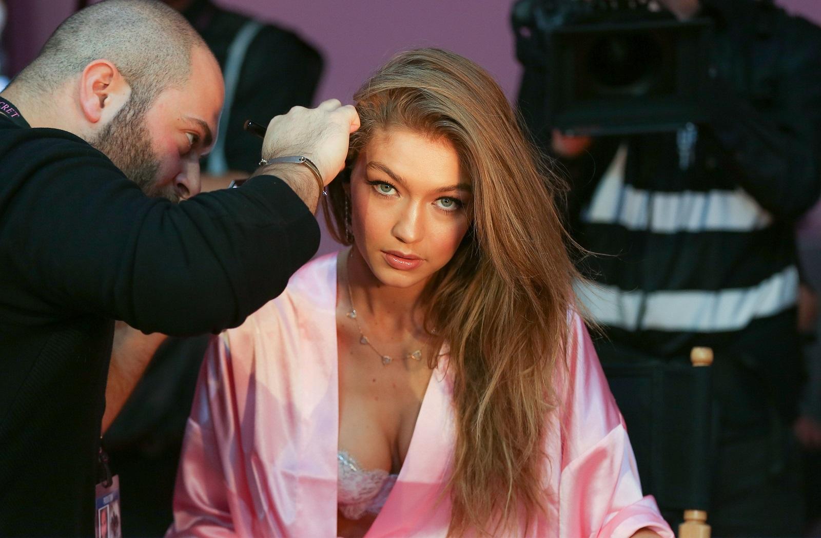 Gigi Hadid has her Hair & Makeup done prior the 2016 Victoria's Secret Fashion Show at the Grand Palais in Paris, FRANCE - 30/11/2016.//PLV_VU_111296/Credit:LaurentVu/SIPA/1611301453