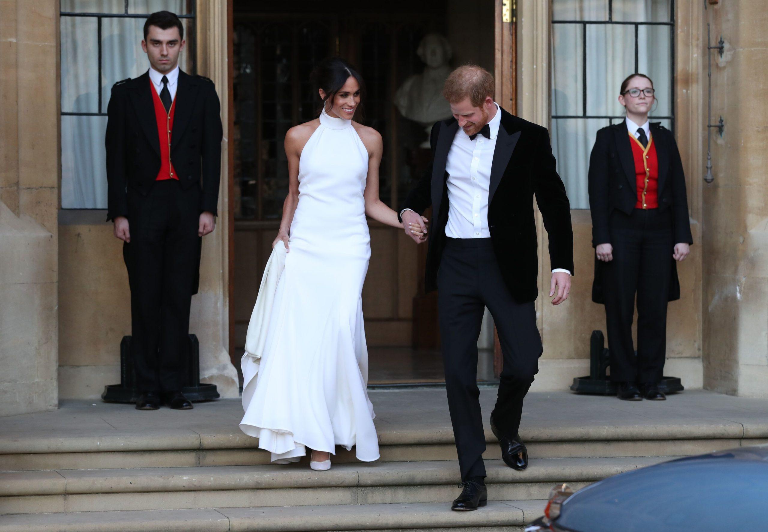 Los flamantes duques de Sussex camino a la recepción por su boda.