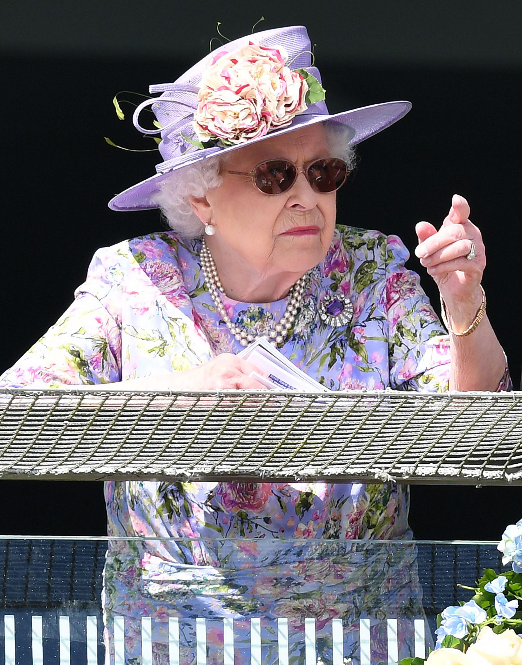 La reina Isabel II en el derbi de Epsom.