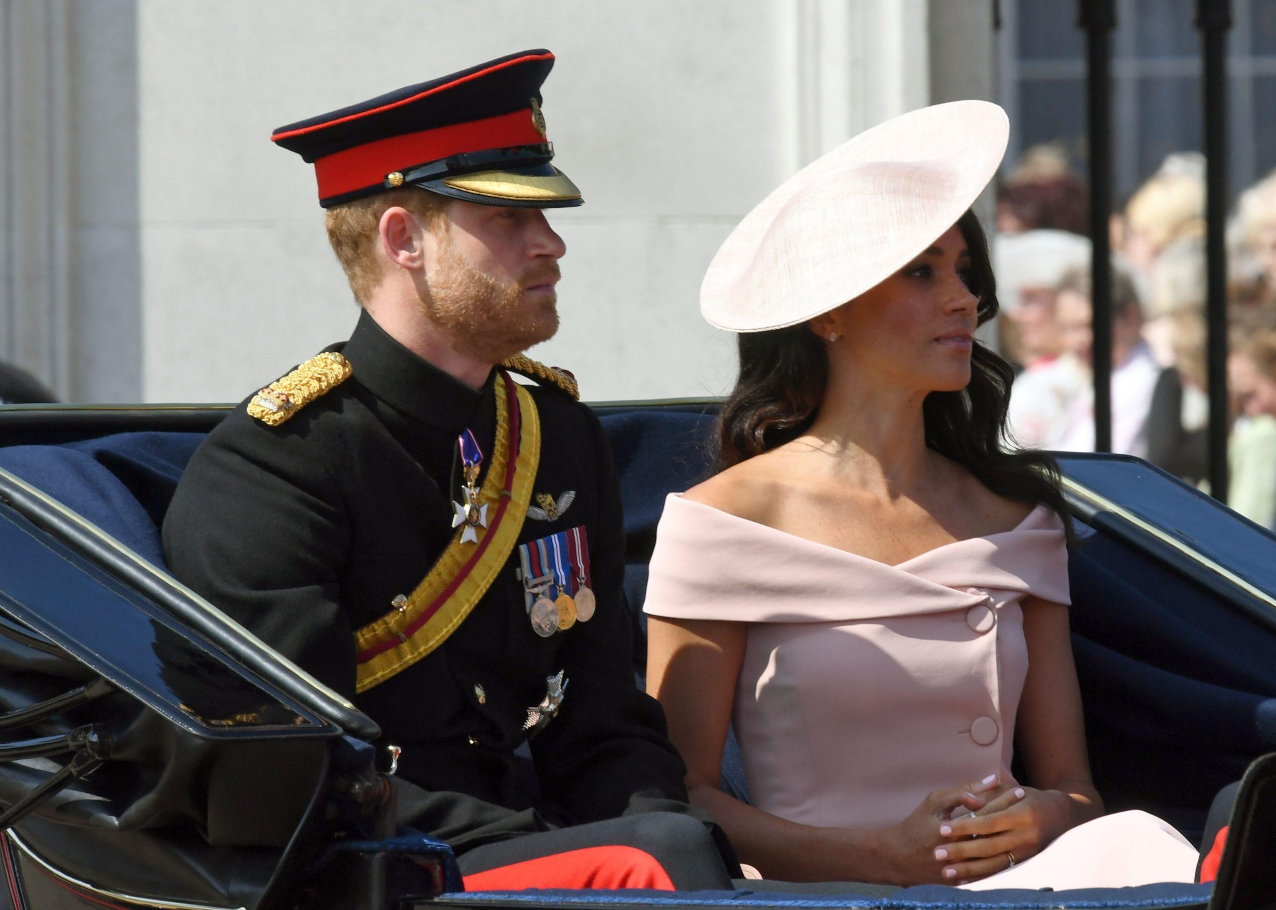 Los duques de Sussex participan del desfile militar Trooping The Colour.