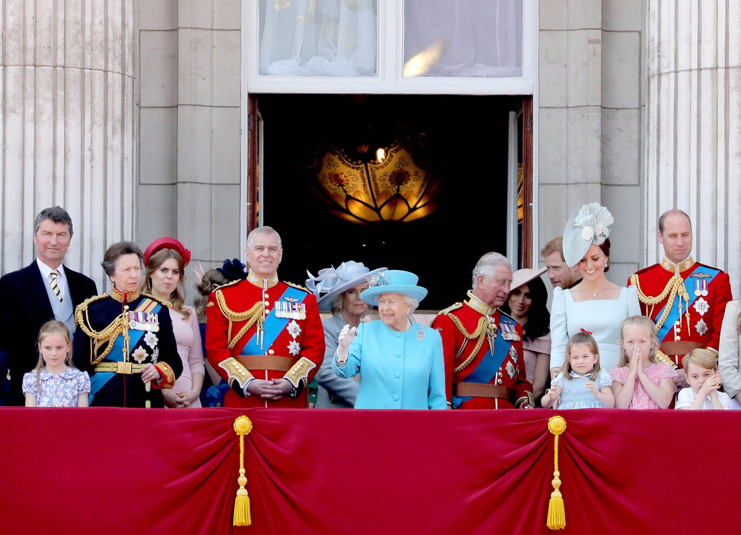 La familia real británica celebra Trooping The Colour durante el cumpleaños oficial de la reina Isabel II.