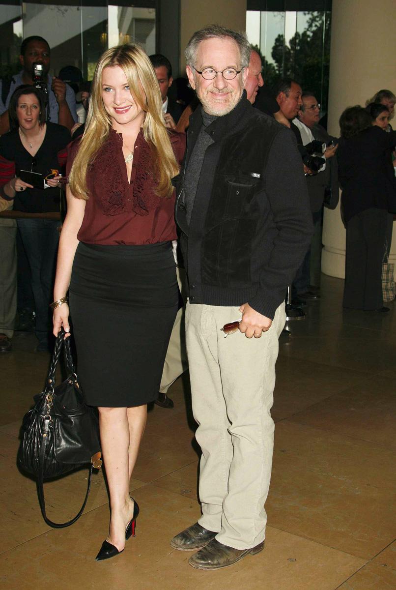 Steven Spielberg considera a la actriz Jessica Capshaw, hija de su esposa Kate, como una más de sus seis hijos.