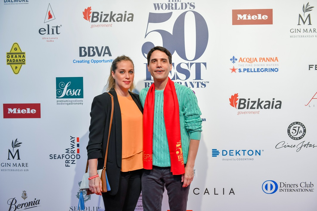 Virgilio Martínez y Pía León, de Central, en The World's 50 Best Restaurants en Bilbao, España. S. Pellegrino y Acqua Panna fueron los patrocinadores oficiales del evento.