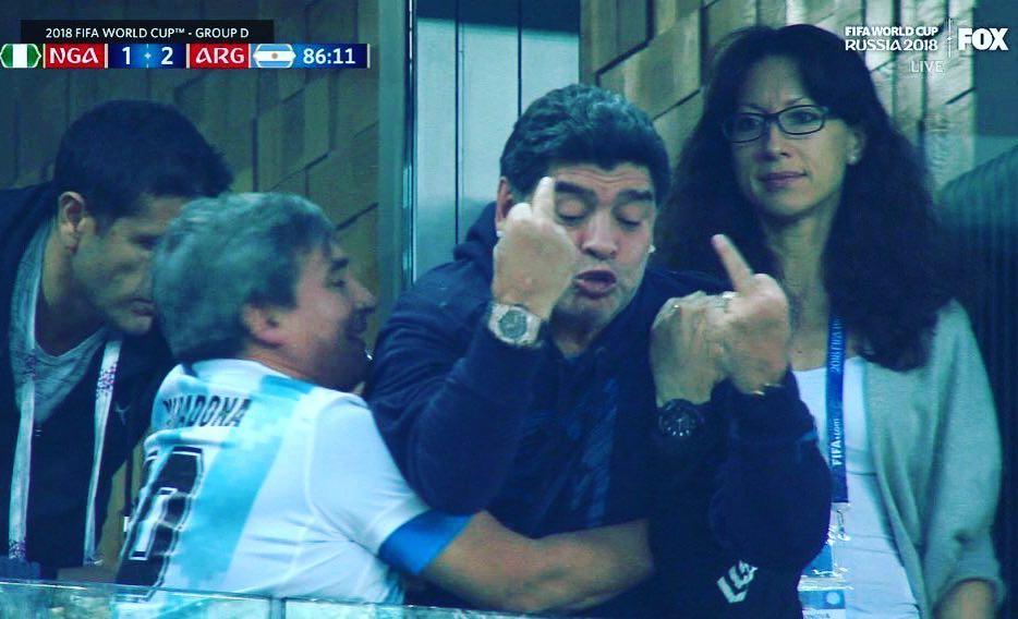 Maradona insultó a los jugadores de Nigeria hacia el final del partido, que mantenía con vida a Argentina en el Mundial.
