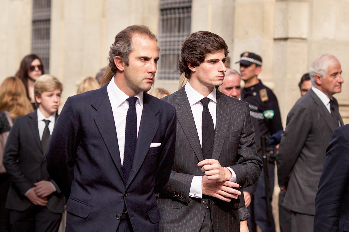Fernando Fitz-James Stuart en el funeral de su abuela, la duquesa de Alba