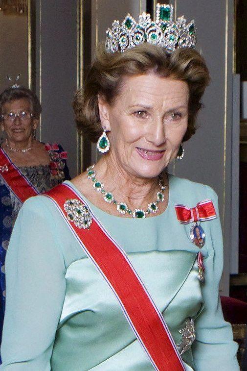 tiara esmeraldas noruega
