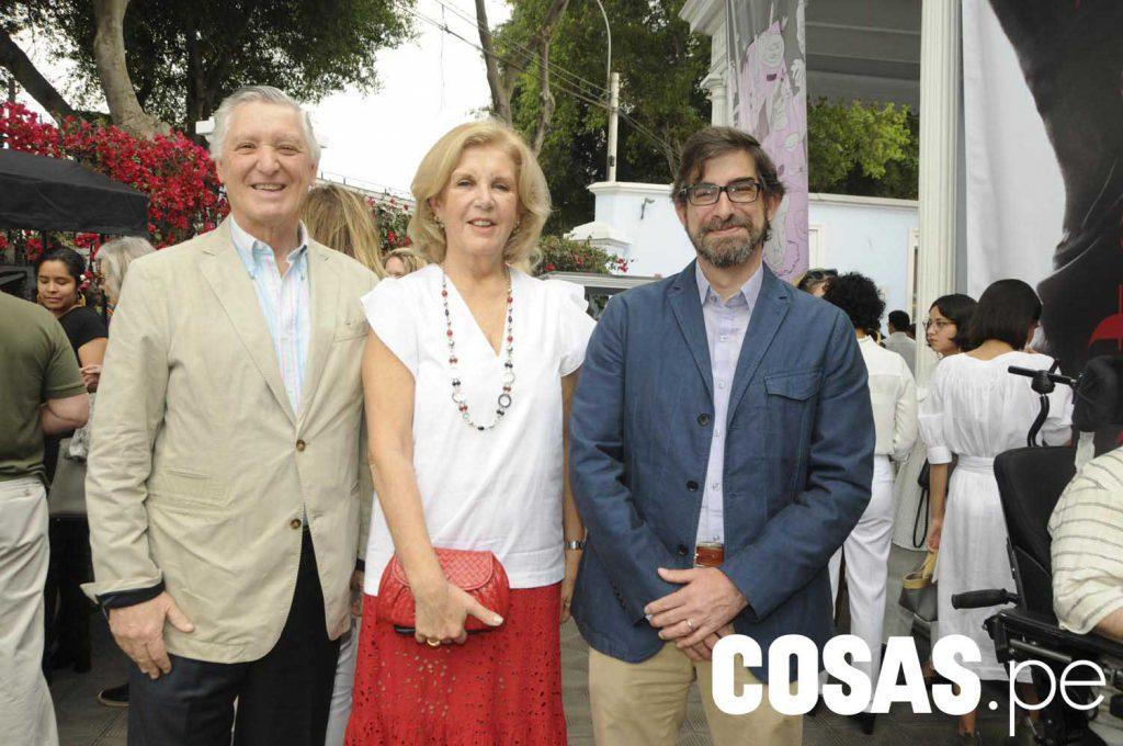 Carlos y Consuelo Pareja junto a Manuel Garcia Miró.