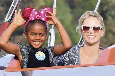 Charlize Theron y su hija Jackson
