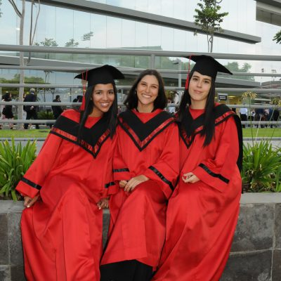 graduación Universidad de Ciencias Aplicadas 54
