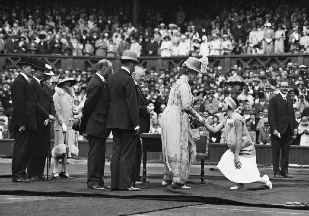 El rey George V y la reina Mary en la ceremonia de inauguración del campeonato en los años veinte.