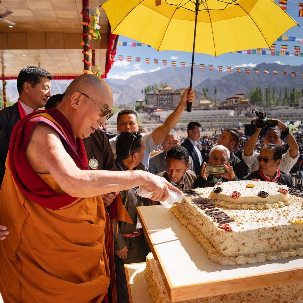 Dalai Lama disco (2)