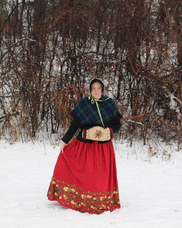 Victorian Christmas Caroller
